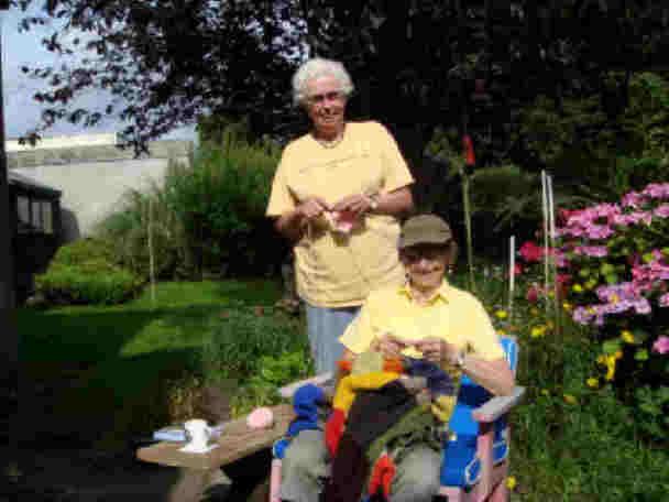 bonnie-and-jan-knitting-in-the-garden.jpg