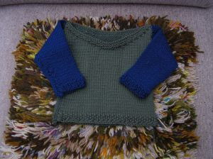 baby-sweater-moss-green-with-blue-sleeves